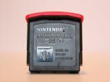 De Expension pack wordt geplaatst tussen de Aan/uit en Reset knop van de Nintendo!