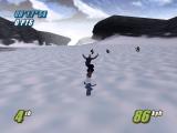 Race door het sneeuwwitte landschap.