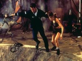 Speel als agent 007, James Bond, gespeeld door Pierce Brosnan.