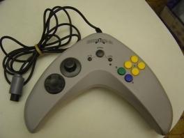 De Boomerang 64. Geen vorm is te gek voor een controller.
