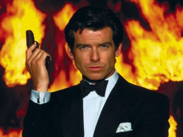 Speel als James Bond, agent 007, de Pierce Brosnan-versie.