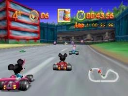 Kart met al je favoriete Disney-figuren in de multiplayer stand tegen maximaal drie vrienden!
