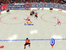 Het oranje team heeft duidelijk geen zin in een afstandsschot, ze schaatsen als het ware tot in de goal!