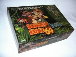 De volledige doos van het <a href = https://www.mario64.nl/Nintendo-64-spel.php?t=Nintendo_64_Donkey_Kong_64_Pak target = _blank>Nintendo 64 Donkey Kong 64 Pak</a>.