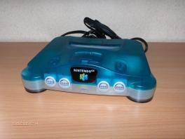 Deze <a href = https://www.mario64.nl/Nintendo-64-spel.php?t=Nintendo_64 target = _blank>N64</a> staat voor je klaar om je te troosten als je een blauwtje hebt gelopen...