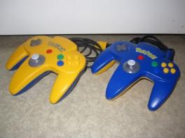 Wordt geleverd met één van deze twee Pokémon-controllers.