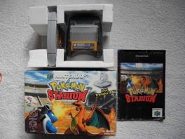 De <a href = https://www.mario64.nl/Nintendo-64-spel.php?t=Nintendo_64_Transfer_Pak target = _blank>Transfer pack</a> werd ook geleverd bij deze versie van <a href = https://www.mario64.nl/Nintendo-64-spel.php?t=Pokemon_Stadium target = _blank>Pok&#233;mon Stadium</a>.
