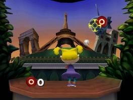 Wat handig, dat ze alle belangrijke Parijse monumenten naast elkaar hebben gezet...