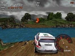 Bestuur 1 van de 12 officiële wagens van het rally Wereldkampioenschap.