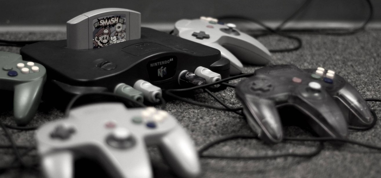 Nintendo 64 met Super Smash Bros en 4 controllers